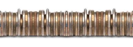 Beira de moedas empilhadas fotografia de stock