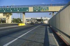 Beira de USA/Mexico em San Diego, CA que enfrenta Tijuana fotografia de stock