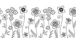 Beira decorativa Teste padrão sem emenda com flores e as folhas pretas em um fundo branco Fotos de Stock Royalty Free
