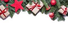 Beira do fundo do Natal na parte superior com ramos do abeto e oth Fotografia de Stock Royalty Free