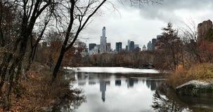 Beira do lago de Manhattan Fotos de Stock Royalty Free