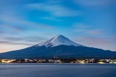 Beira do lago e Fuji da natureza da paisagem fotos de stock