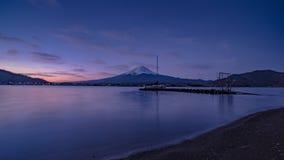 Beira do lago e Fuji da natureza da paisagem fotografia de stock royalty free