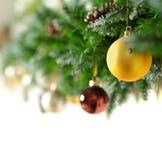 Beira do Natal com bolas do Xmas Foto de Stock Royalty Free
