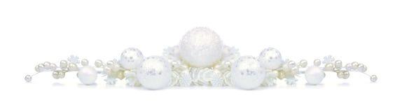 Beira do Natal dos ornamento brancos e dos ramos isolados Foto de Stock Royalty Free