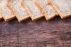 Beira do pão integral inteiro da fatia Fotos de Stock