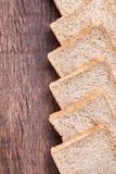 Beira do pão integral inteiro da fatia Fotografia de Stock Royalty Free