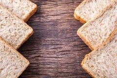 Beira do pão integral inteiro da fatia Foto de Stock Royalty Free