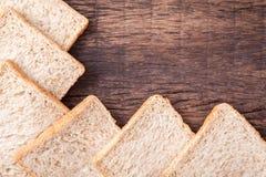 Beira do pão integral inteiro da fatia Foto de Stock