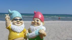 Beira-mar de dois anões fotos de stock royalty free