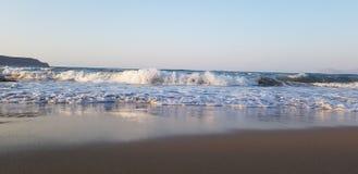 Beira-mar de Noruega, areia, praia, dreamchasers, humor, paisagem poderosa, amor na primeira vista imagem de stock
