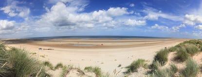 Beira-mar Inglaterra de Norfolk do panorama da praia de Holkham Fotografia de Stock