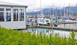 Beira-rio de Alaska Seward e restaurante da raia Fotografia de Stock Royalty Free