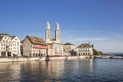 Beira-rio de Limmat em Zurique Imagens de Stock