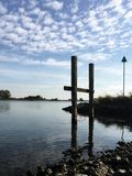 Beira-rio em um dia ensolarado foto de stock