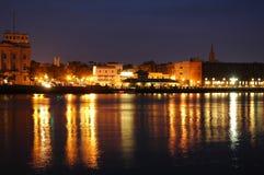 Beira-rio na noite imagens de stock royalty free