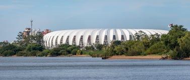 Beira Rio Stadium e rio de Guaiba - Porto Alegre, Rio Grande do Sul, Brasil imagens de stock royalty free