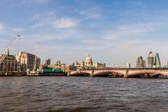 Beira-rio sul de Londres do banco fotos de stock