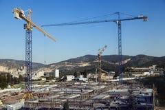 Chantier de construction parmi des collines Images stock