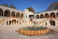 beitiddinespringbrunn lebanon Arkivbilder