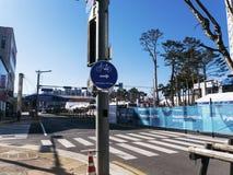 Beitrag mit einem Zeiger im olympischen Dorf Lizenzfreie Stockfotografie