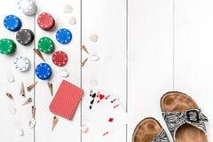 Beitragsblog-Social Media-Poker Fahnenschablonen-Planmodell für on-line-Kasino Hölzerne weiße Tabelle, Draufsicht über Arbeitspla Lizenzfreies Stockfoto