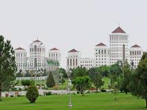 Beitragskommunismuswohngebäude in Aschgabat Stockfotos