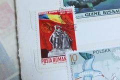 Beitragsstempel Galati, Rumänien-Kommunismusstatue stockfotos
