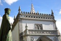 BEJA, ПОРТУГАЛИЯ: Региональный музей и статуя Dona Leonor de Avis ферзя на левой стороне Стоковое Изображение RF