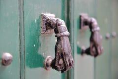 BEJA, PORTUGAL: Detalhe de uma porta de madeira imagens de stock royalty free