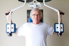Bejaard Gewichtheffen stock afbeeldingen