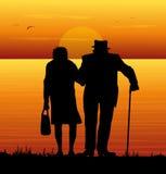 Bejaard paar die op het overzees letten Royalty-vrije Stock Foto