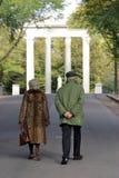 Bejaard paar in het park Royalty-vrije Stock Afbeelding