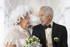 Bejaard paar in kerk Stock Foto