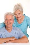 Bejaard paar op een wit royalty-vrije stock fotografie