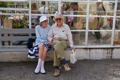 Bejaard Paar in Stadspark, Stockholm, Zweden royalty-vrije stock afbeelding