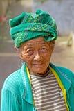 Bejaarde Balinese Vrouw Stock Afbeeldingen