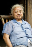 Bejaarde Chinese Dame in Daxu Stock Afbeelding