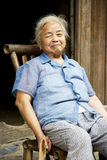 Bejaarde Chinese Dame in Daxu Royalty-vrije Stock Afbeelding