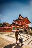 Bejaarde dame op tempelgebied Royalty-vrije Stock Fotografie