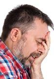 Bejaarde die aan een hoofdpijn lijden royalty-vrije stock foto's