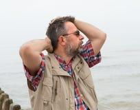Bejaarde die aan hoofdpijn lijden Royalty-vrije Stock Afbeelding
