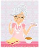 Bejaarde die haar medicijn met haar maaltijd nemen Stock Fotografie