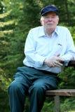 Bejaarde die in openlucht van geniet royalty-vrije stock foto's