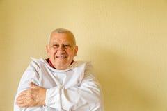 Bejaarde dragende dwangbuis stock foto