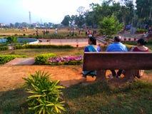 Bejaarde in een Park stock afbeeldingen