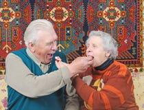 Bejaarde en bejaarde Royalty-vrije Stock Foto