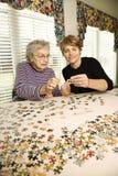Bejaarde en Jongere Vrouw Stock Foto
