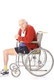 Bejaarde gehandicapte mens in rolstoel Stock Afbeeldingen