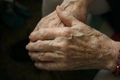 Bejaarde handen Stock Afbeelding